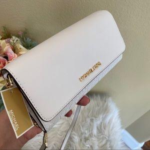 New Michael Kors jet set wallet on chain